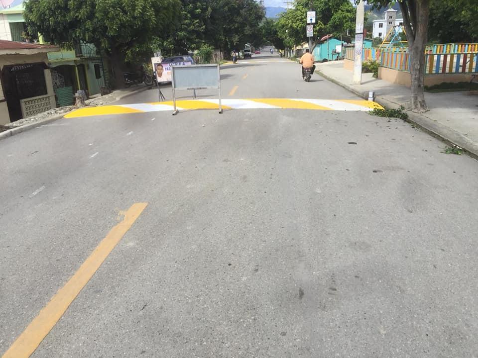 Ayuntamiento pinta muros para mejor señalización de la vía pública