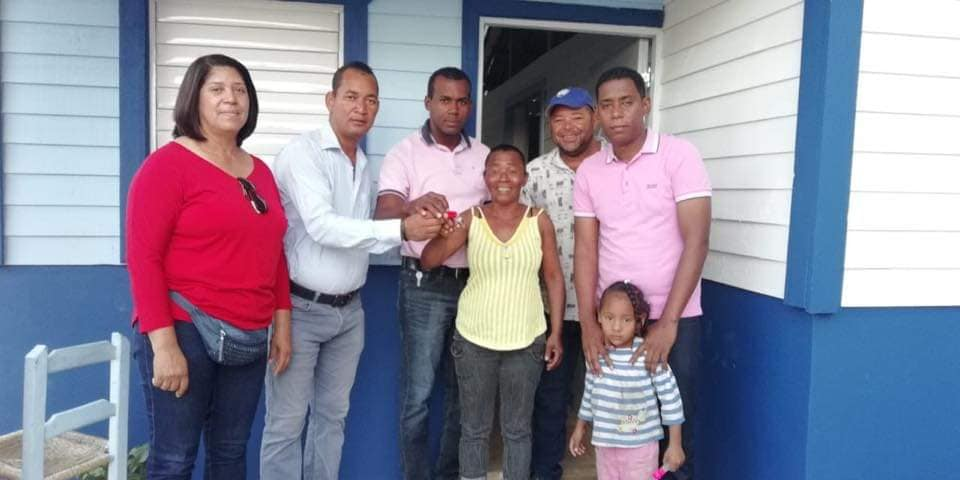 Alcalde Wilmore Morel entrega casa nueva a munícipe